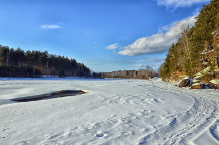 Winter Sunny landscape. Crossing the river. Thawed and mountains. Cold beauty. 스톡 콘텐츠