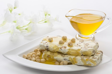 duro: On the white plate is nougat and orehi.Na the background white flower, honey Capacity
