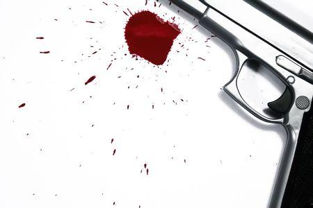 escena del crimen: Arma de fuego y la sangre salpique. Asesinato de escena