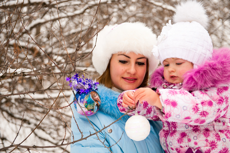 Mother and her little daughter enjoying beautiful winter day Banco de Imagens