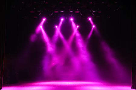 Scène gratuite avec lumières, dispositifs d'éclairage. Arrière-plan