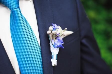 dettagli del matrimonio - costume da smoking elegante da sposo vestito da sposo