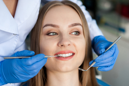Dentist examining a patients teeth. Dental clinic. 写真素材 - 122373478