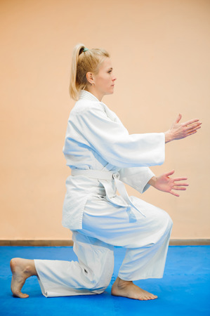 Young girl dressed in hakama practicing Aikido. Reklamní fotografie - 122383092
