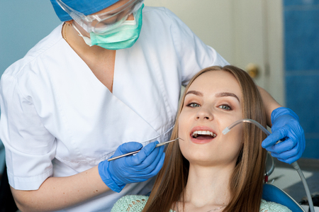 Dentist examining a patients teeth in the dental clinic. Standard-Bild