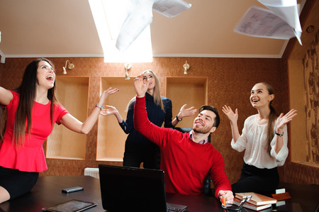 Group of business people celebrating by throwing their business papers in the air. Standard-Bild - 122656762