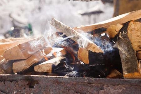Bonfire, winter picnic, barbecue, barbecue firewood, cook 版權商用圖片
