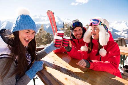 Group Of Friends Enjoying Hot Mulled Wine In Cafe At Ski Resort. 版權商用圖片