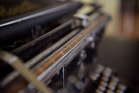 Antique Typewriter. Vintage Typewriter Machine Closeup Photo. Banco de Imagens