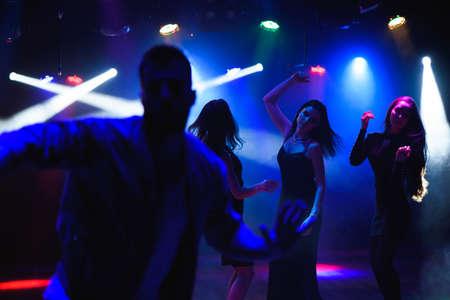 Group of friends at a club having fun. Foto de archivo