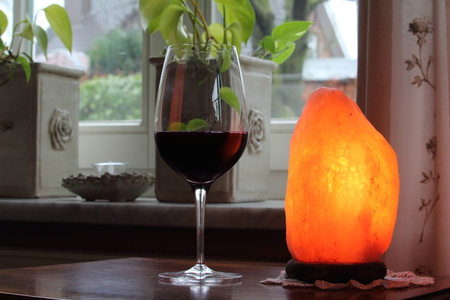 salt lamp: welcome to enjoy a glass of wine