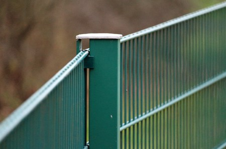 緑色の二重バー格子マット フェンス 写真素材