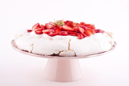 pavlova cake with strawberry 版權商用圖片