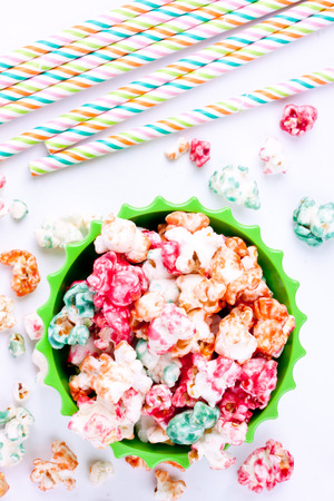 straws: popcorns and drinking straws
