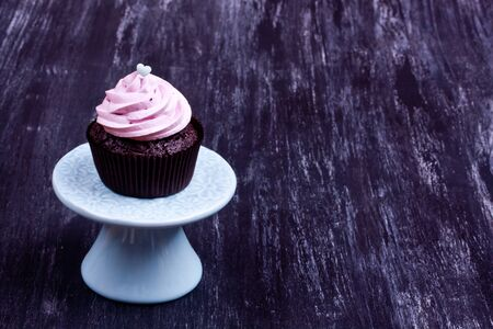 fancy cakes: Pink chocolate cupcake