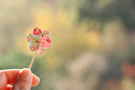 holding paper: holding paper flower