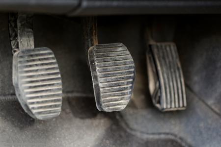 palanca de cambios: engranajes pedales del coche palanca de cambios manuales
