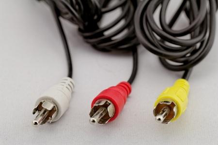 rca: tre audio (sinistra - destra) - cavo RCA video e collegare (rosso, bianco, giallo) su sfondo bianco