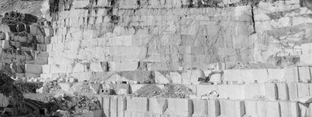 Détail de Thassos énorme carrière de marbre blanc (de la mine) avec grabber en couleur de pc Banque d'images