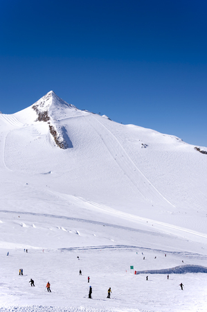 ski runs: Hintertux Glacier with skiers, snowboarders, ski runs, pistes and ski lifts in Zillertal Alps in Austria Stock Photo
