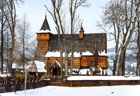 malone: Old Gothic wooden church of the Saint Archangel Michael in Debno, Poland, in winter. UNESCO World Heritage Stock Photo