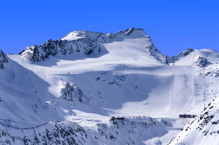 ski runs: Ski lifts, runs and pistes on Rettenbach Glacier in Solden ski resort in Otztal Alps in Tirol, Austria