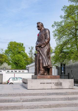 marshal: WARSZAWA, POLAND - APRIL 30, 2015: Statue of Marshal Jozef Pilsudski in Warsaw, Poland, at Belweder Palace
