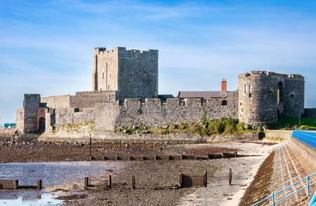 Medieval Norman Castle in Carrickfergus near Belfast, Northern Ireland, during a low tide Zdjęcie Seryjne