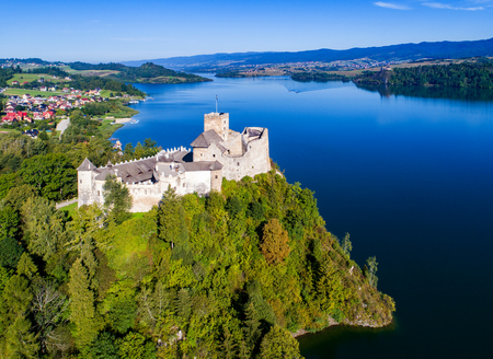 Poland. Medieval Castle in Niedzica, built in 14th century, artificial Czorsztyn Lake and far view of the ruins of Czorsztyn castle, Aerial view in the morning 報道画像