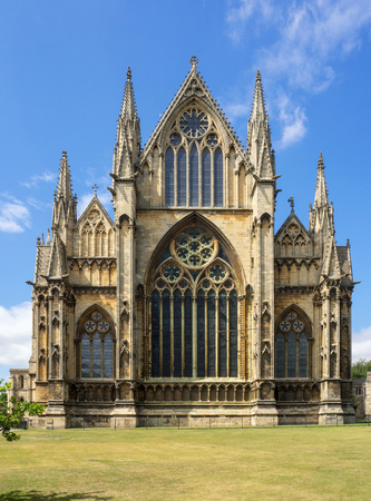 Gothic cathedral in Lincoln, Lincolnshire, England, UK. Presbytery with rosettes and lancet windows with stained glass Zdjęcie Seryjne