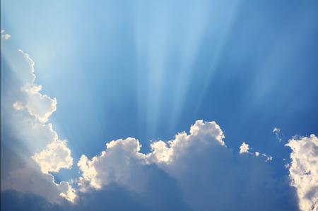 抽象的な雲と空の日光