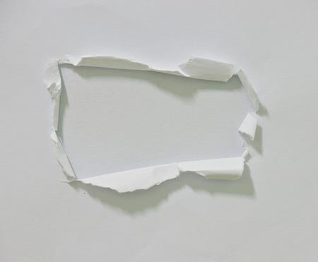 Gat geript in papier