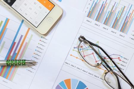 grafica de barras: Los gr�ficos de barras y la pluma como la contabilidad o concepto de negocio