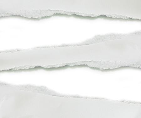 Gescheurd papier, op een witte achtergrond.