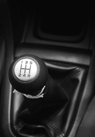 palanca: palanca de la caja de cambios del coche
