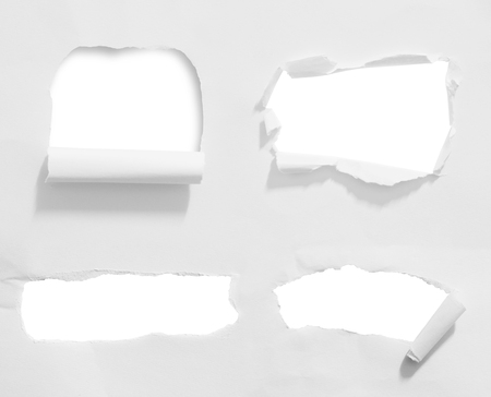 penetracion: Agujero redondo en papel con fondo blanco dentro
