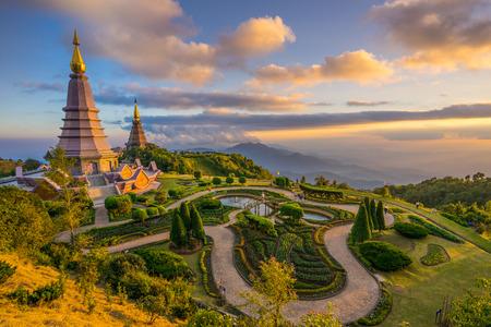 Noppamethanedol & Noppapol Phumsiri pagodes op Doi Inthanon. Chiang Mai. Thailand.