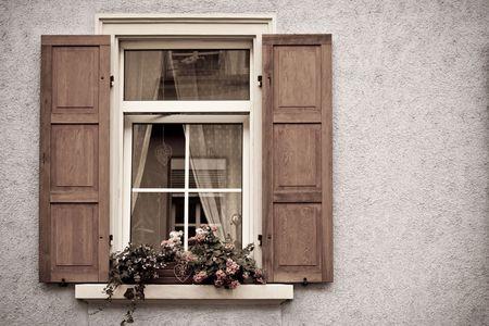 Oude ramen en luiken in Speyer, Duitsland