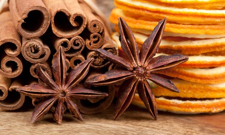 Sliced of dried Orange with cinnamon sticks and Anise Stock Photo - 8212889