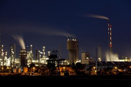 industria quimica: F�brica qu�mica en Alemania Ludwigshafen en la noche