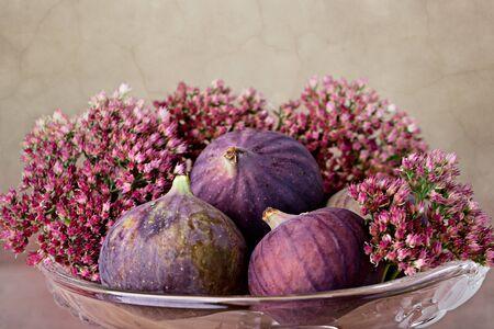progeny: Fresh Fig fruits in decorative glass bowl