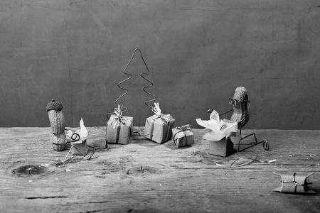tinkered: En miniatura con la gente de man� en la Navidad de desempaquetar los regalos