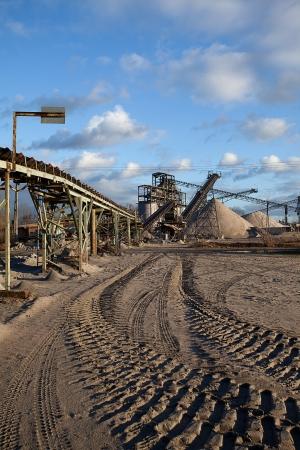 開いたピット鉱山・砕石、砂および砂利の道路や建設業界で使用される処理プラント 写真素材 - 14899726