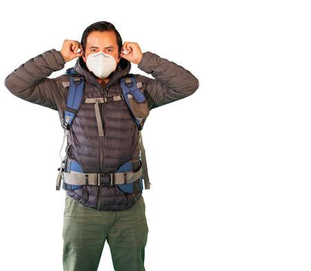 portrait of hispanic man in sportswear putting on a mask Zdjęcie Seryjne