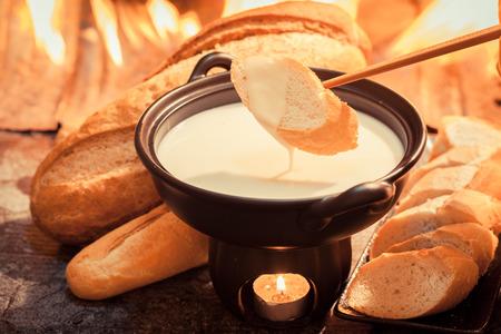 치즈 퐁듀, 겨울을위한 전통적인 스위스 음식