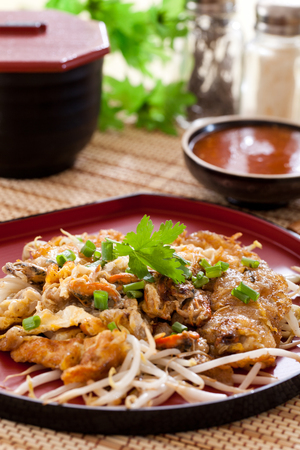 bean sprouts: Pan-fried crispy mussel with bean sprout