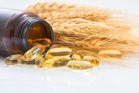 Rice bran oil capsule with rice 版權商用圖片