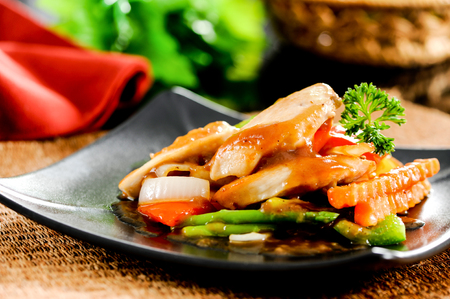 Sweet and sour sauce fried with chicken