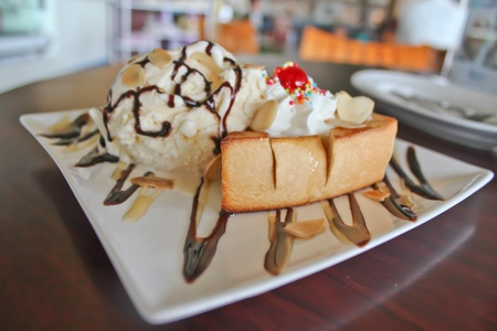ice cream with the slice of bread