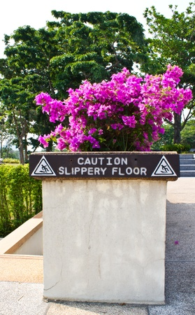 a slippery warning sign photo